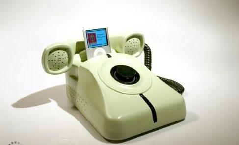 Док-станция для iPod в форме дискового телефона