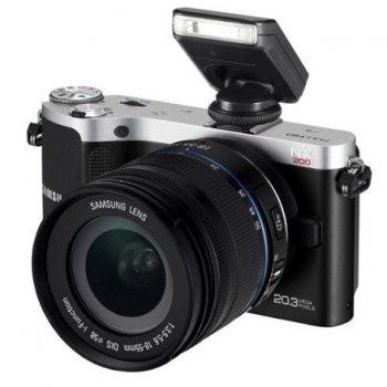 Современный фотоаппарат в ретро-дизайне